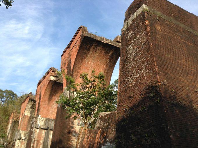 緻密で堅牢な工法に見る廃墟の中の美学