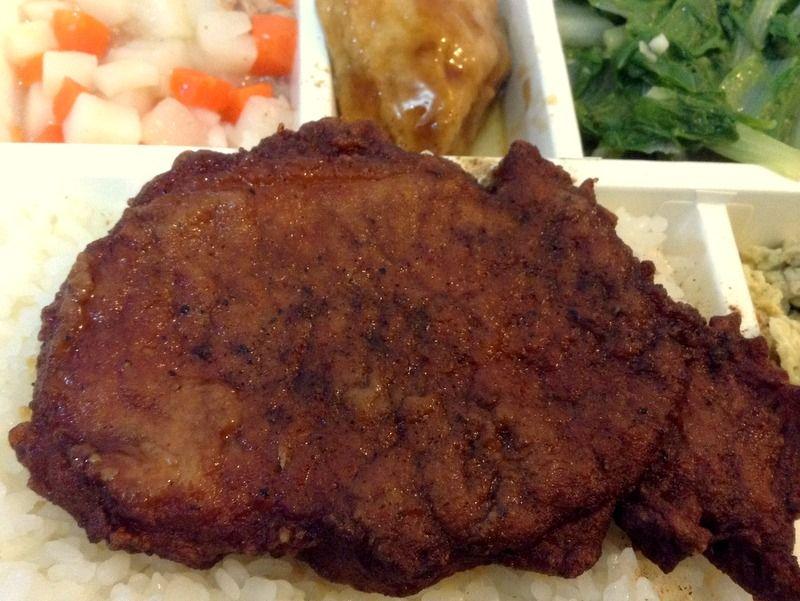 台湾の弁当と言えばこれ!台北駅での駅弁も定番の「排骨飯」