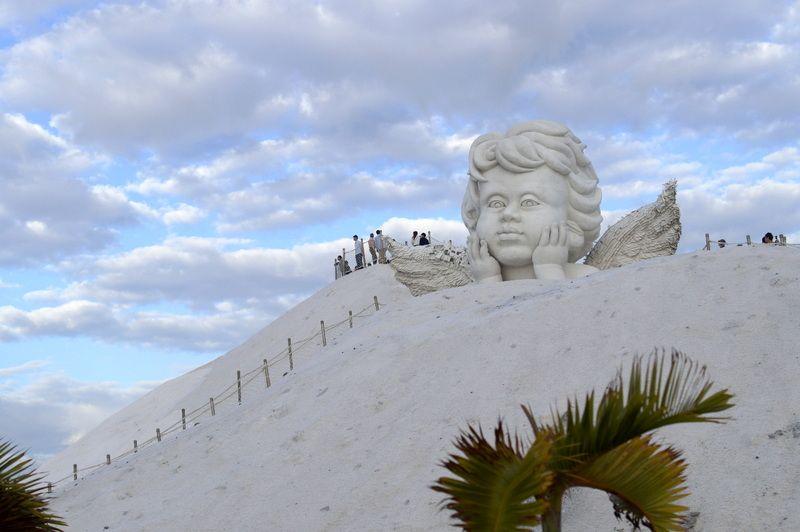 台湾で雪山登山!? 実はこれ全部塩!「台南・七股塩山」