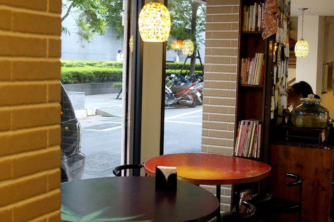 お店の雰囲気も素敵!可愛いフルーツのテーブルも