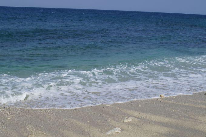 白いサンゴの砂浜にも癒される