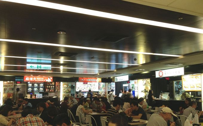 子連れでも気兼ねなく食事できるフードコートが台北駅には沢山!