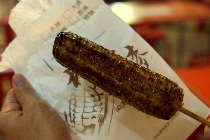 東大門夜市ではもちもち食感の焼きトウモロコシが人気!