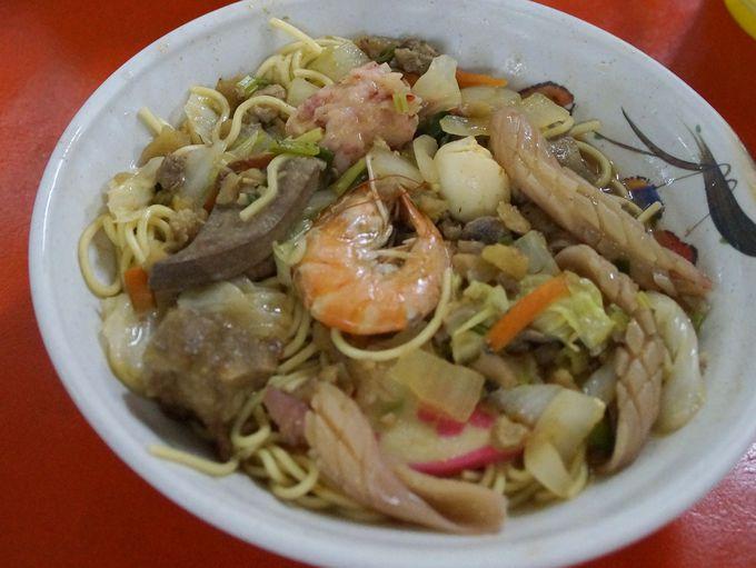食堂内の食事も海鮮類が美味しい!