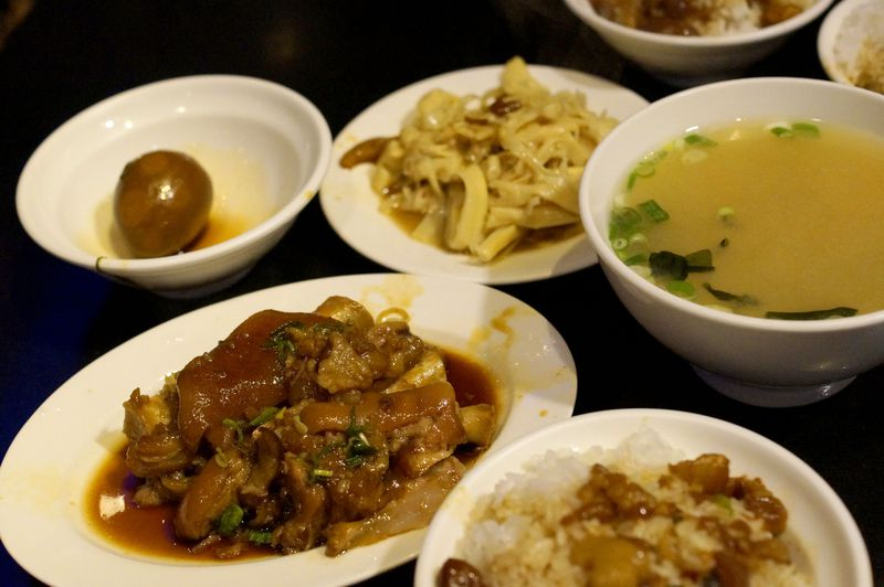 台北「富覇王猪脚」は美味しい豚足とルーロー飯のおすすめ店!