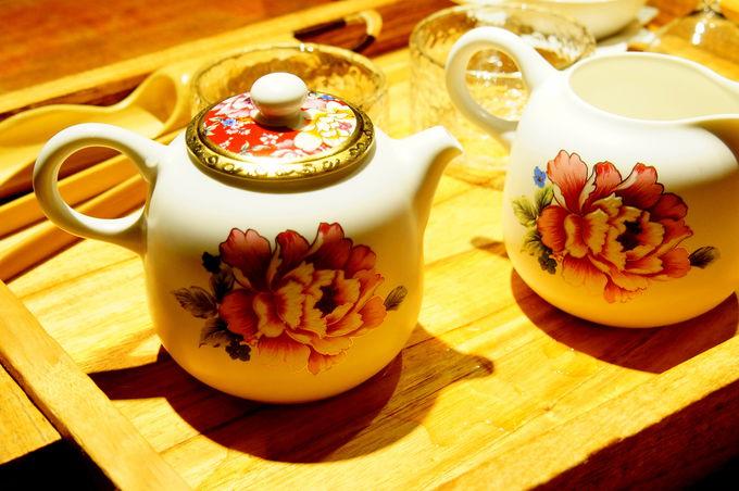 鶯歌で美しい茶器を使って本格的台湾茶