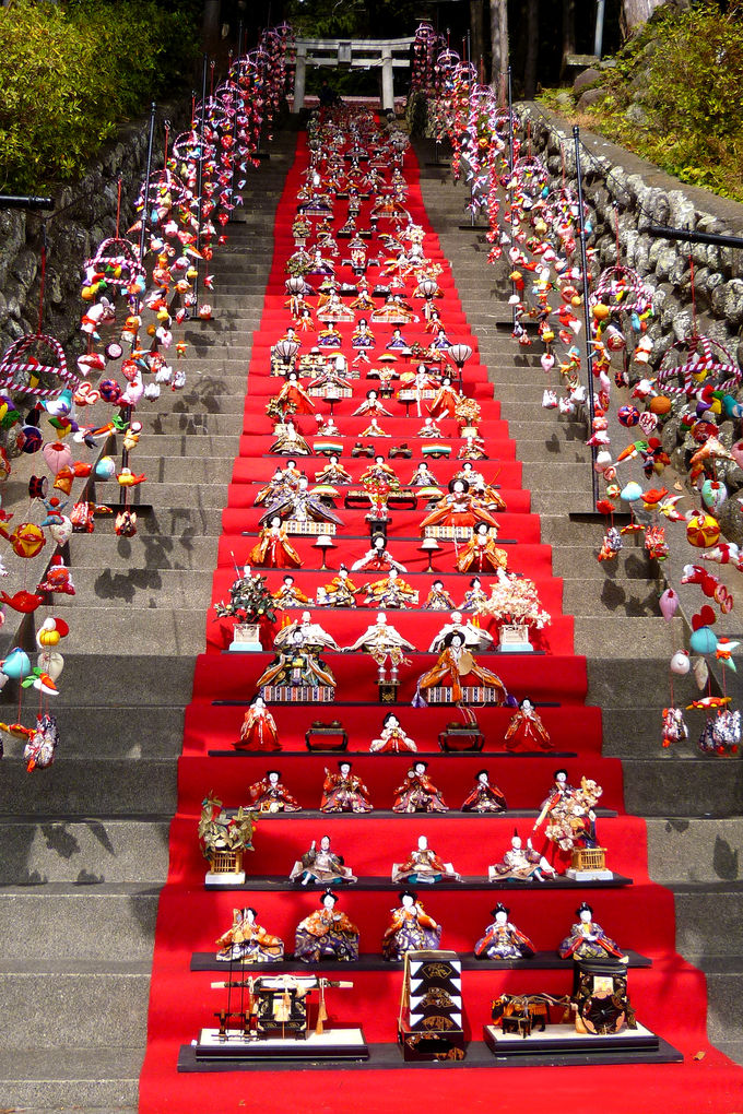 段数日本一!壮麗な「素盞嗚神社 雛段飾り」