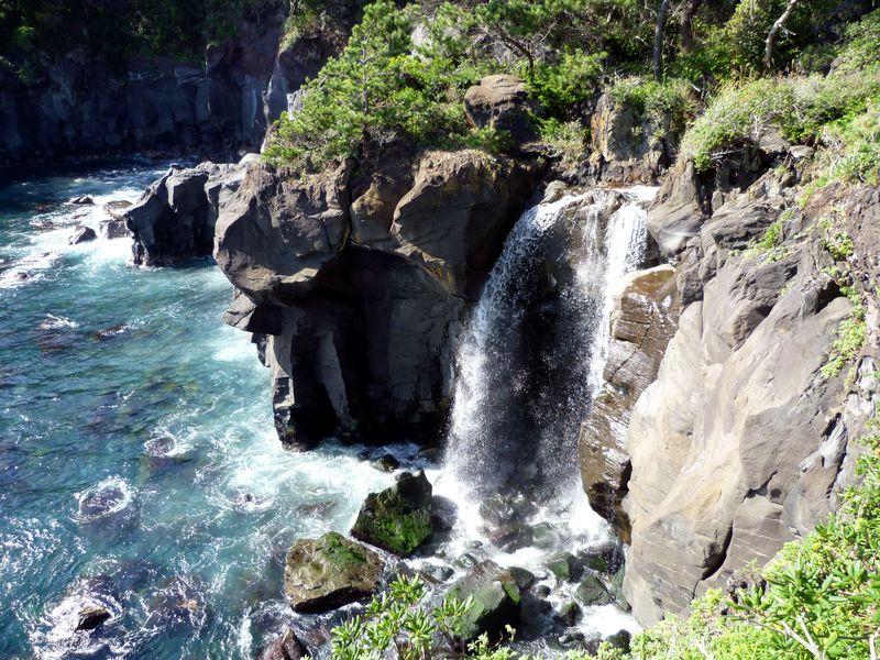 知られざる絶景!伊豆城ヶ崎海岸「橋立吊橋」と幻の滝「対島の滝」