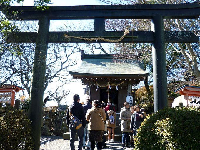 富士山に見守られて参拝!パワースポット「葛城神社」と「百体地蔵尊」