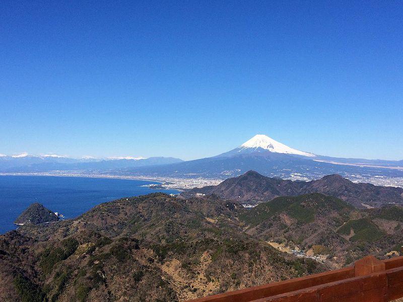 富士山の絶景にどっぷり浸ろう!伊豆の国パノラマパーク「富士見の足湯」と空中公園