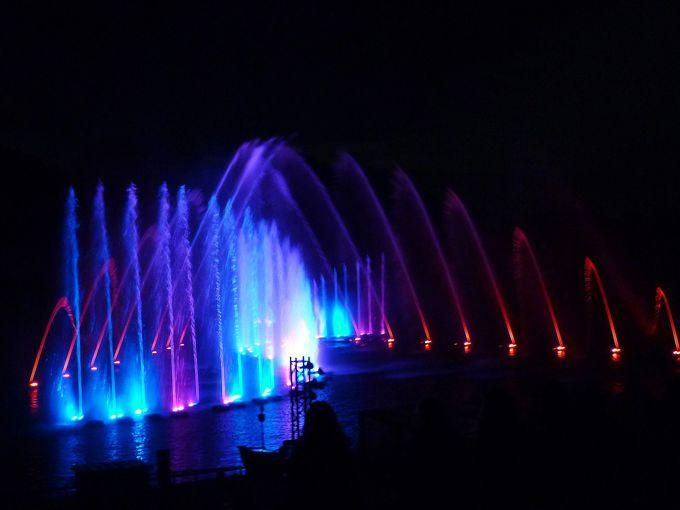 日本最大級!必見の「噴水イルミネーションショー」