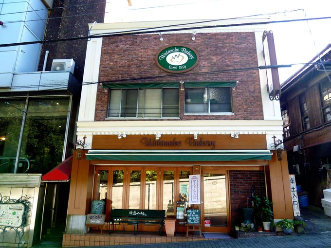 箱根駅伝で有名!老舗の「温泉シチューパン」