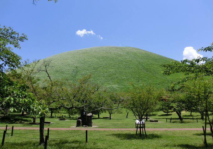 伊豆高原のシンボル「大室山(おおむろやま)」とは