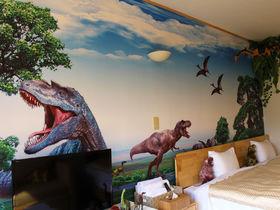 伊豆高原「プチホテル 伊豆シャボテンヴィレッジ」恐竜や動物達とお泊り!