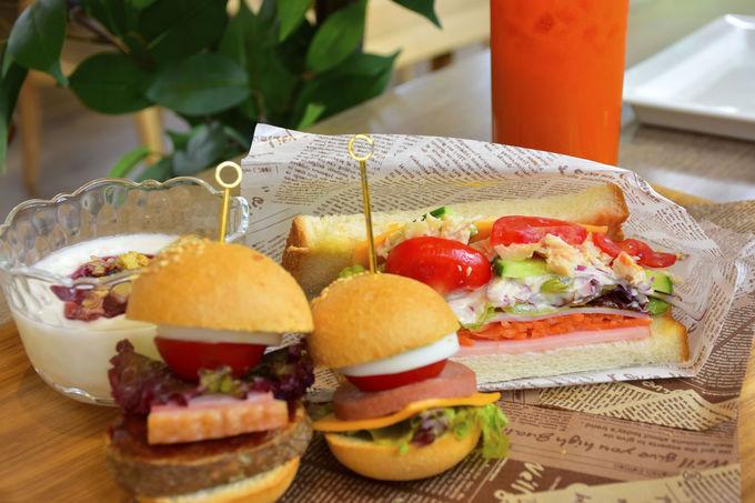 お食事は、ヴィレッジ内のRestaurant&Cafe LaChicで!
