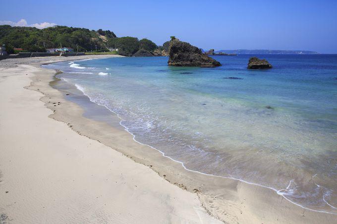 透明度が自慢!美しすぎる穴場ビーチ「田牛海水浴場」