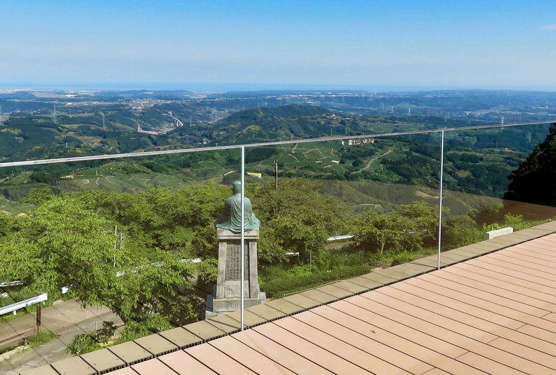 愛称かっぽしテラス!掛川「粟ヶ岳世界農業遺産茶草場テラス」の絶景