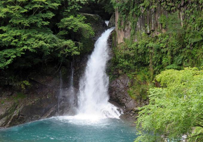 露天風呂から眺められる!河津七滝最大の「大滝」(河津町)