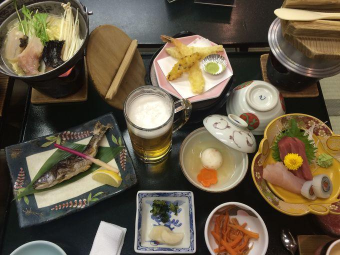 客室広々、食事は郷土食も並ぶ素朴な料理