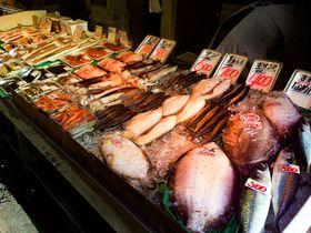 夕方まで営業の「仙台朝市」は観光客にも人気の仙台の食の宝庫!