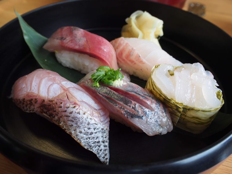富山の観光列車「べるもんた」で握りたての鮨と景色を堪能しよう!