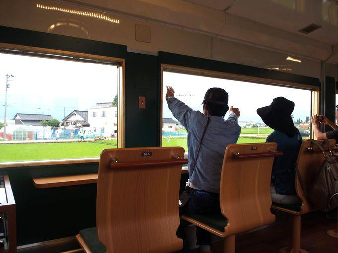 城端線と氷見線を走る土・日限定の観光列車