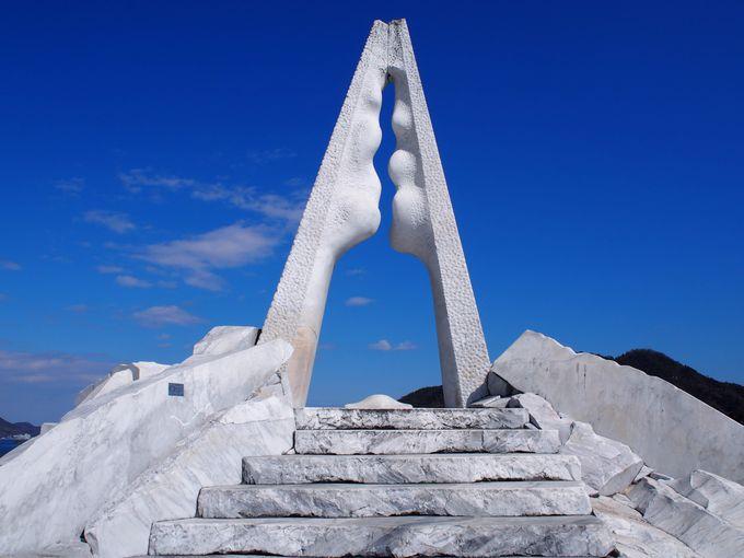 8.さながらギリシャの海辺。広島・生口島「未来心の丘」
