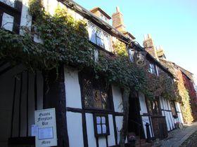 中世の面影を今に残す街 築600年の旅籠が現存する 英国「ライ」の魅力