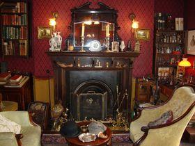 ロンドン「シャーロック・ホームズ博物館」ヴィクトリア朝の香りが漂う シャーロキアンの聖地