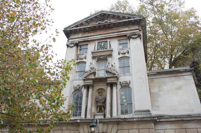 ホームズとワトソンが初めて出会った「聖バーソロミュー病院」