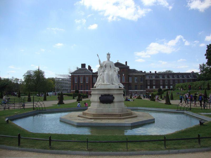 ウィリアム王子が暮らすロンドン「ケンジントン宮殿」ヴィクトリア女王ゆかりの地