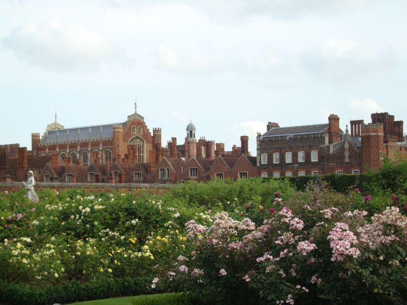 ヘンリー8世に出会える!ロンドン郊外「ハンプトン・コート宮殿」で英国の歴史にふれる