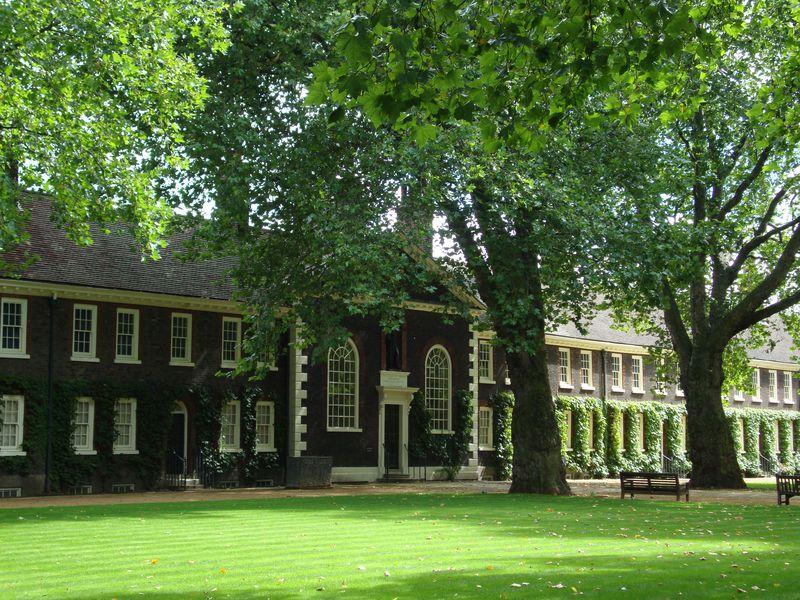 ロンドン「ジェフリー博物館」アンティーク家具に見るインテリアの歴史400年
