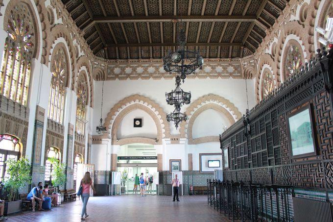 エキゾチックなイスラム風の美しさに圧倒される「トレド駅」
