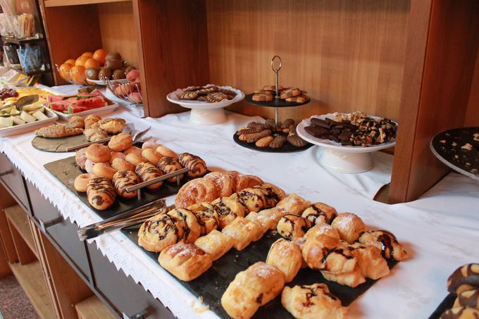 朝からスイーツ三昧!種類が豊富な「朝食ビュッフェ」