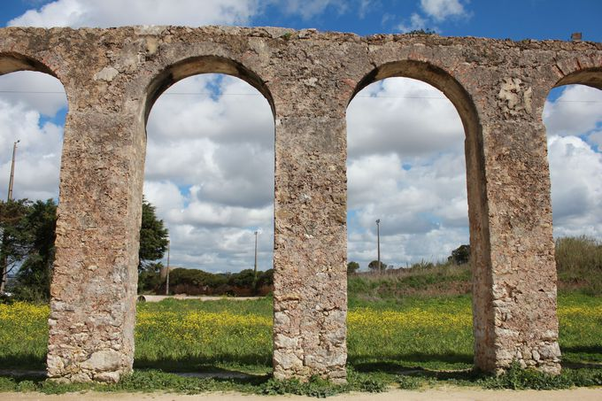 どこまでもつづく中世の「水道橋」