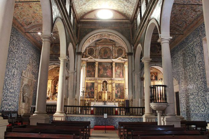 アズレージョに彩られる「サンタ・マリア教会」