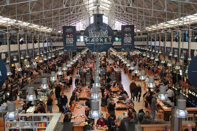 伝統とモダンが交錯する「リベイラ市場」
