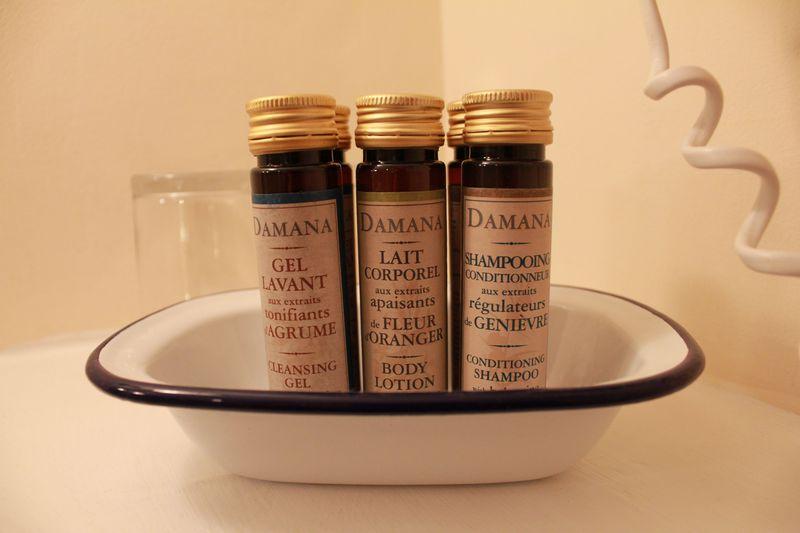 旧式で味のある「バスルーム」
