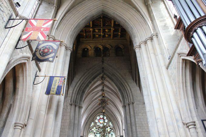 ロンドン最古のゴシック建築「サザーク大聖堂」