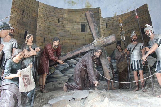 十字架の道から教会へと導く「バロック式階段」