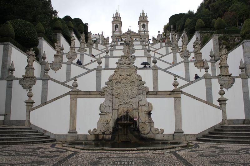 ブラガ「ボン・ジェズス・ド・モンテ聖域」ポルトガルの巡礼地