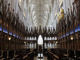 悠久の時を刻む中世の傑作 イギリス「ウィンチェスター大聖堂」