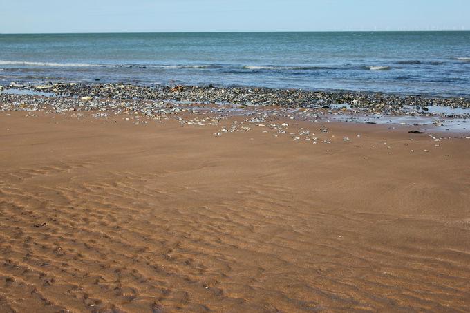 カラフルなビーチハットが映える「ストーン・ベイ」