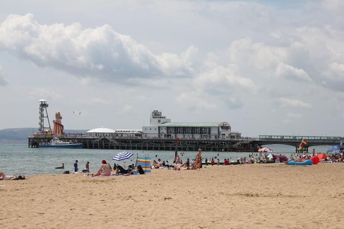 サラサラの砂とどこまでも続く海岸「ボーンマス・ビーチ」