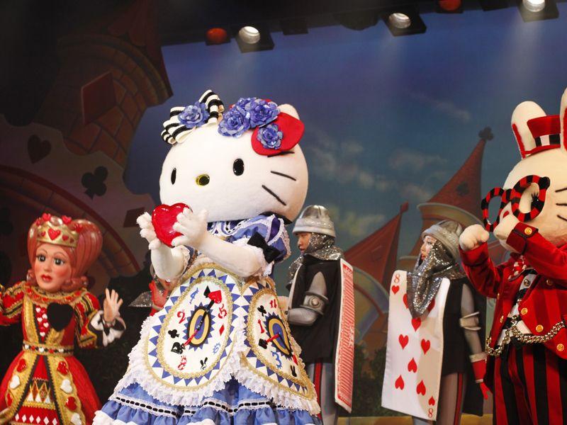 宝塚監修!華やかなダンサーと人気キャラクター夢の競演