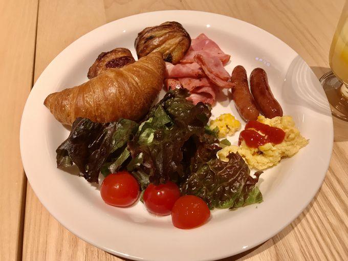 ホテル自慢の朝食でエネルギ—を