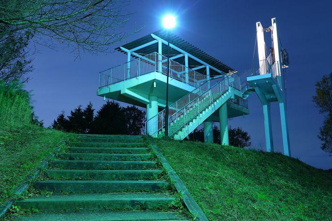 夜空に鐘を鳴り響かせることができる「鐘の鳴る展望台」