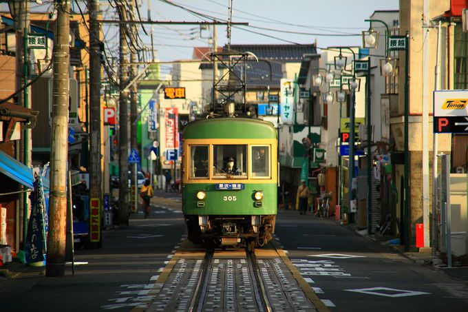 江ノ電の醍醐味の一つである路面区間「江ノ島駅〜腰越駅」