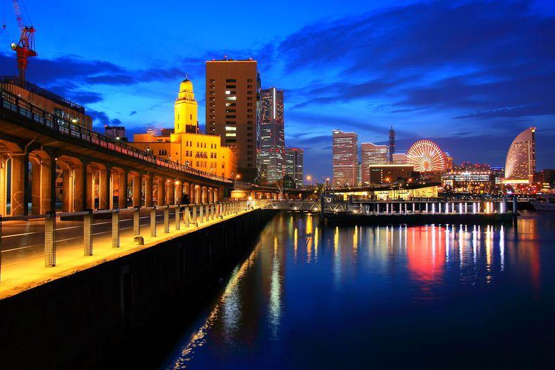 新旧のブルーライトヨコハマを求めて!横浜「象の鼻パーク」